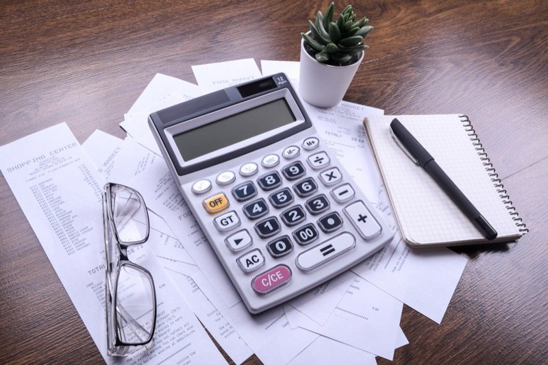 When do you need to hire a payroll accountant?